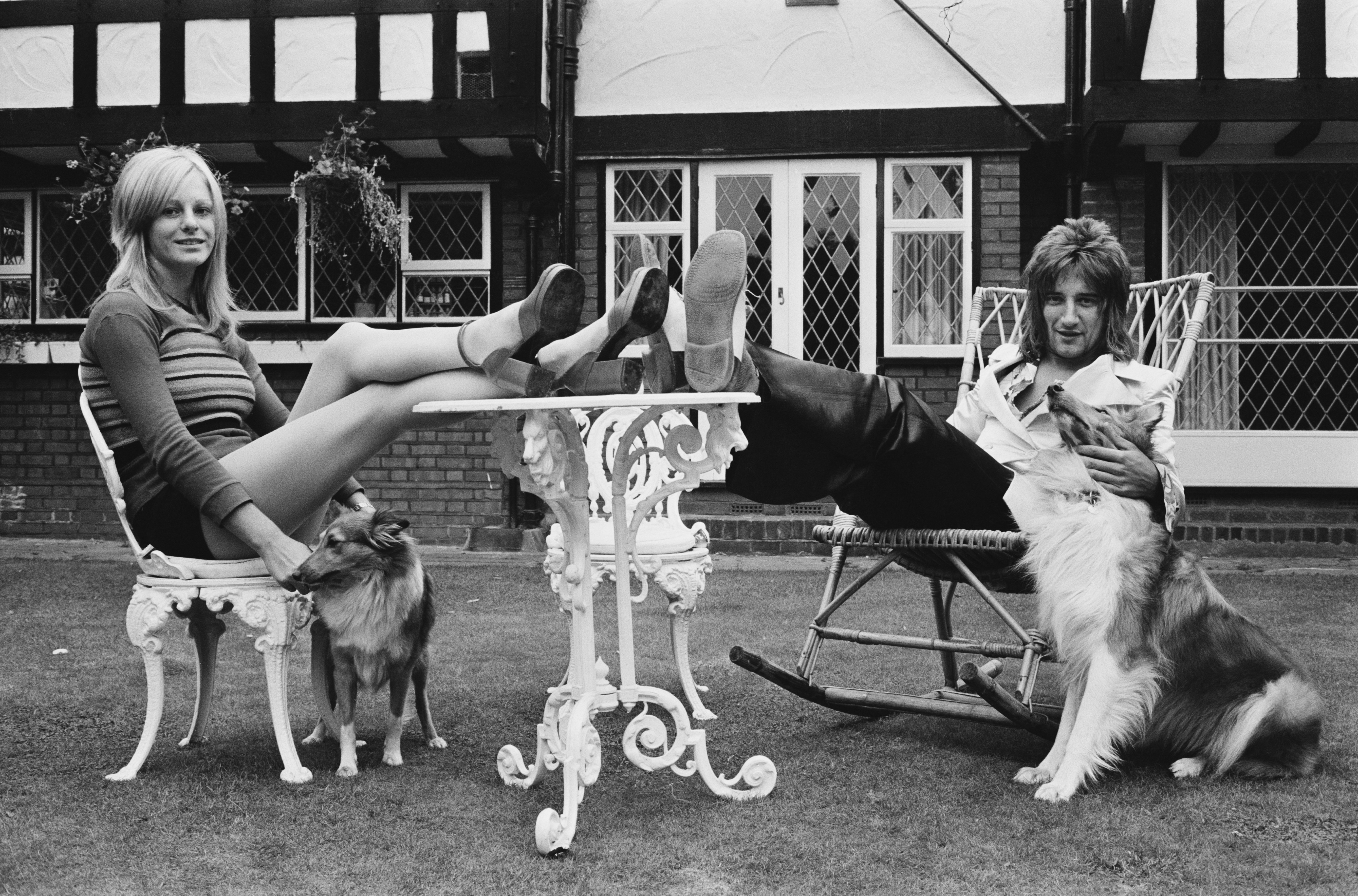 British rock singer Rod Stewart with his girlfriend, model Dee Harrington, UK, 12th September 1971.  (Photo by Victor Blackman/Express/Hulton Archive/Getty Images)
